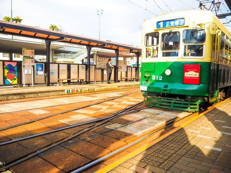 De trein van de tramstraat in Nagasaki, Japan royalty-vrije stock fotografie
