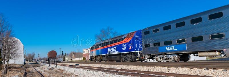 De trein van de Metraforens komt in Mokena aan stock fotografie