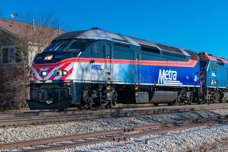 De trein van de Metraforens komt in Mokena van Chicago aan stock fotografie