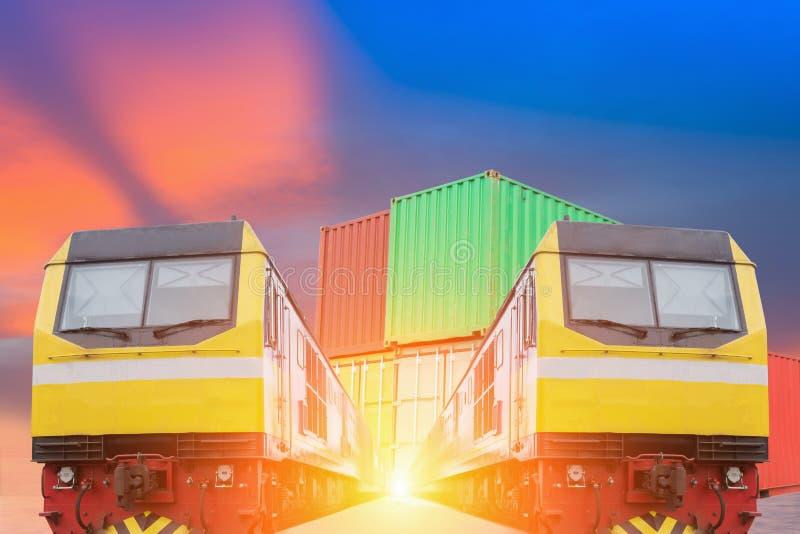 De treinen van de de industriecontainer het lopen royalty-vrije stock foto