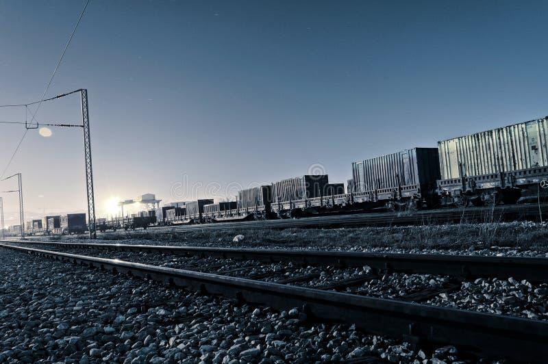 Download De treinen van de nacht stock foto. Afbeelding bestaande uit trein - 29509536