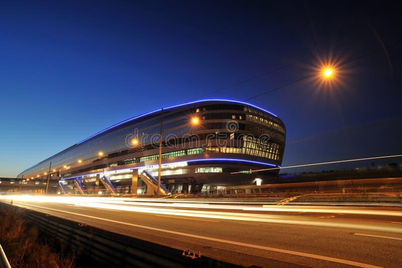 De treinterminal van Frankfurt in nacht royalty-vrije stock fotografie