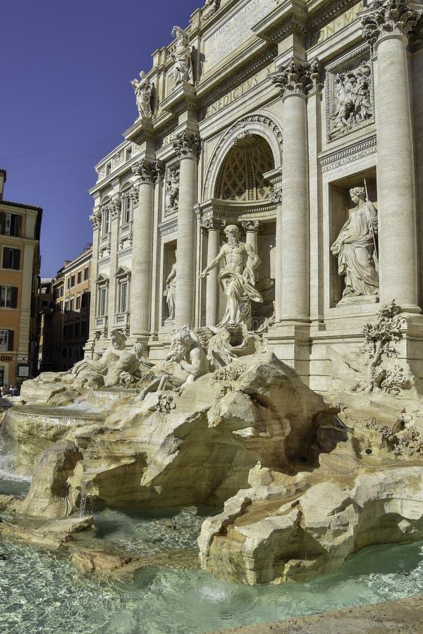 De Trevi Fontein is het grootst en één van de beroemdste fonteinen in Rome, Italië stock afbeelding