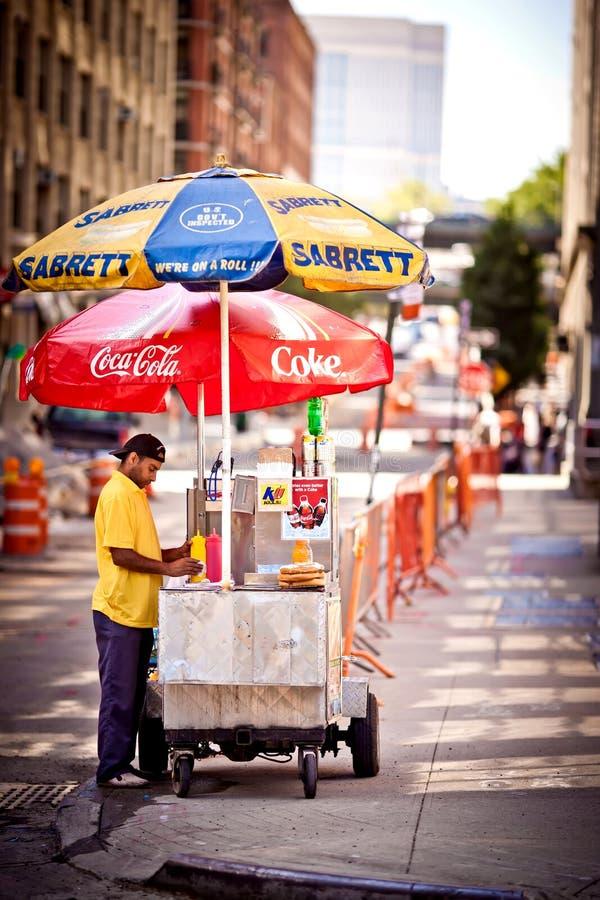 De tribune van de hotdog in New York stock afbeeldingen