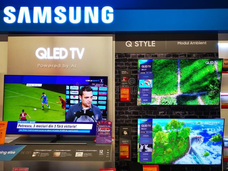De tribune van TV van Samsung QLED bij Altex-opslag, Roemenië stock afbeeldingen