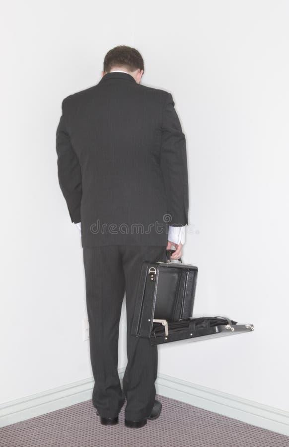 De tribunes van de zakenman in het graan stock foto