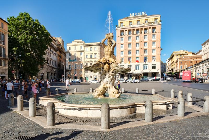 De Triton-Fontein bij Piazza Barberini in centraal Rome royalty-vrije stock afbeeldingen