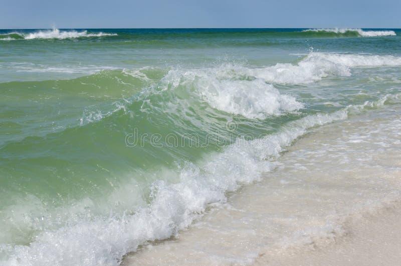 De tropische oceaanscène van het strandlandschap Mooie toneel de bestemmingsplaats van de toeristenreis royalty-vrije stock afbeelding