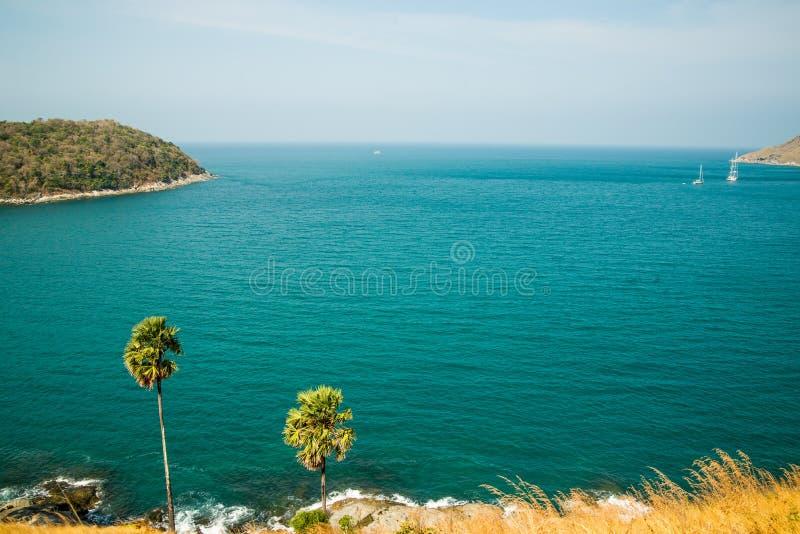De tropische Provincie van meningen op zee laem promthep phuket stock foto
