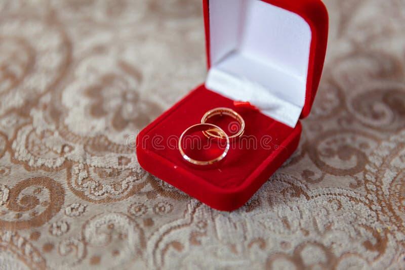 De trouwringen sluiten omhoog royalty-vrije stock afbeelding