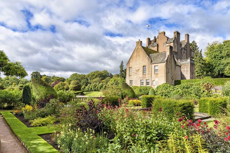 De tuin van Crathes-kasteel in Schotland, het Verenigd Koninkrijk stock afbeeldingen