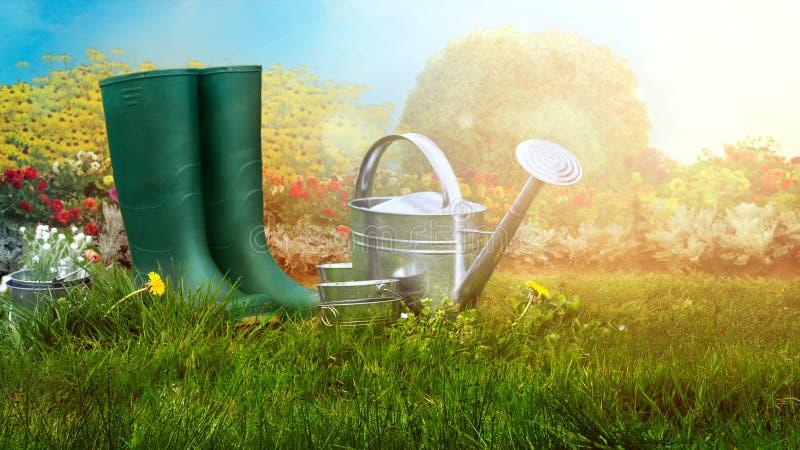 De tuin van de lente Laarzen en het tuinieren hulpmiddelen in groen gras royalty-vrije stock fotografie
