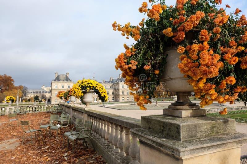De tuin van Luxemburg in Parijs Het Paleis van Luxemburg is de officiële woonplaats van de Franse Senaat royalty-vrije stock foto's