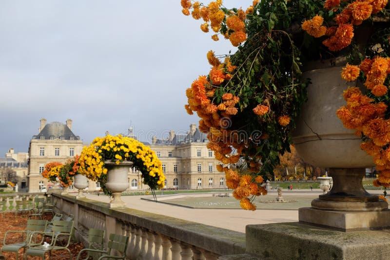 De tuin van Luxemburg in Parijs Het Paleis van Luxemburg is de officiële woonplaats van de Franse Senaat royalty-vrije stock fotografie