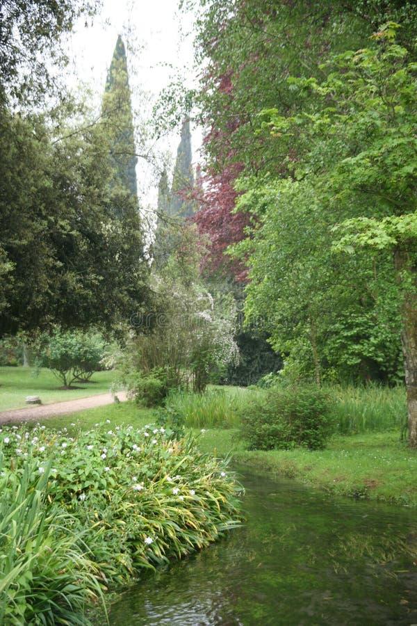 De tuin van Ninfa stock afbeeldingen