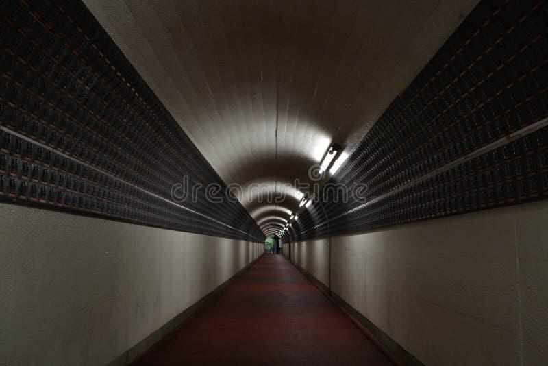 De tunnel in een Boeddhistisch heiligdom Pic werd genomen in Japan, Augustus royalty-vrije stock fotografie