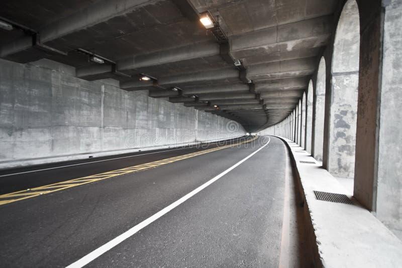 De tunnel van de weg stock foto's