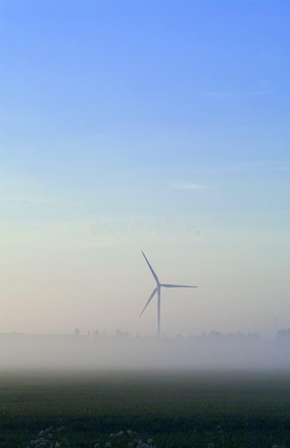 De Turbine Van De Wind In Mist Stock Afbeelding