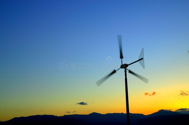 De turbine van de wind in motie stock afbeelding