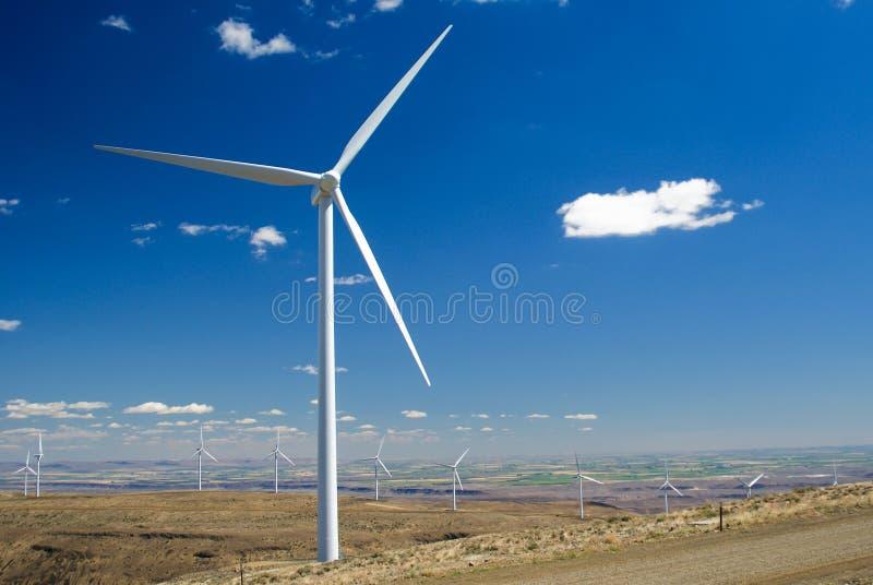 De turbineinstallatie van de wind stock afbeeldingen