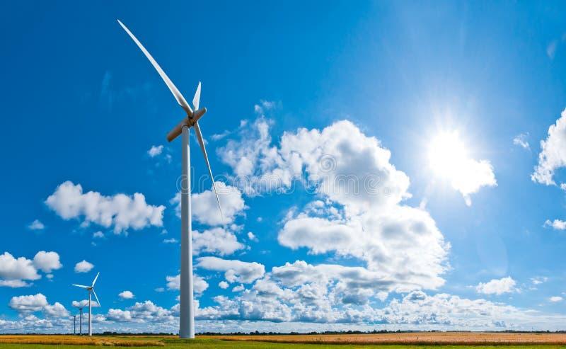 De turbines van de wind en cloudscape royalty-vrije stock foto