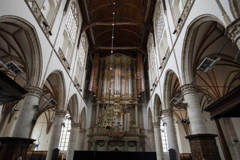 De två organen inom kyrkan av St Lawrence Grote Kerk eller stor kyrka i Alkmaar, royaltyfria bilder