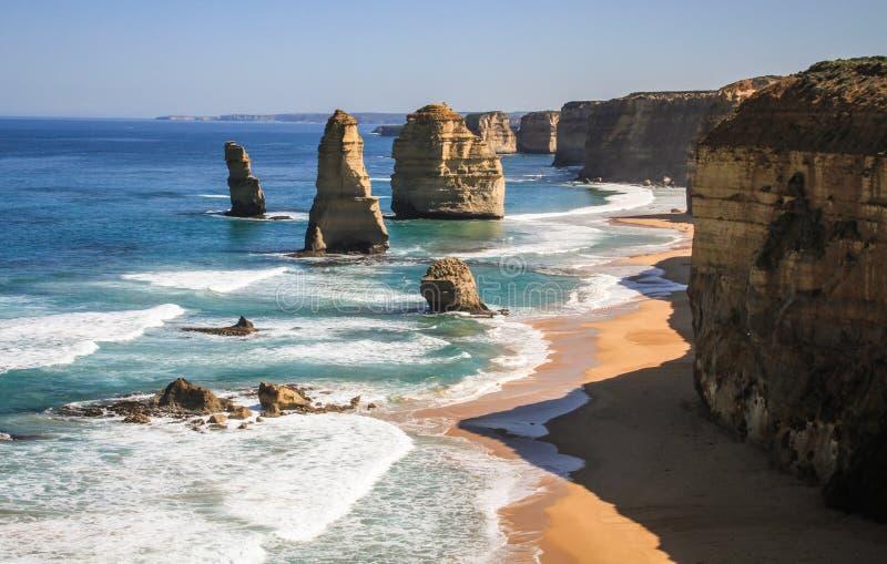 De Twaalf Apostelen op een glorierijke zonnige dag, grote oceaanweg, Victoria, Australië royalty-vrije stock fotografie