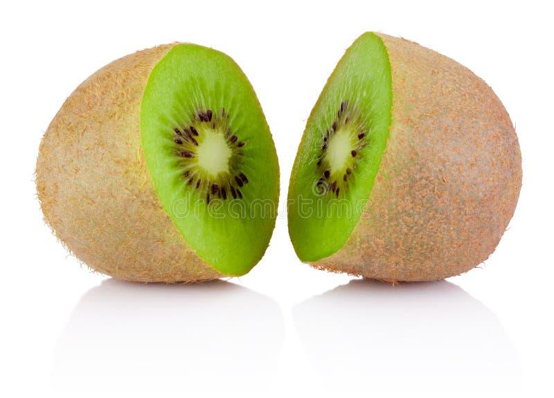De twee helft van rijp sappig die kiwifruit op witte achtergrond wordt geïsoleerd royalty-vrije stock afbeeldingen