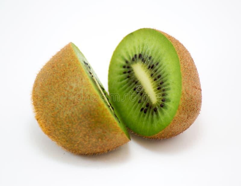 De twee helften van kiwi stock afbeelding