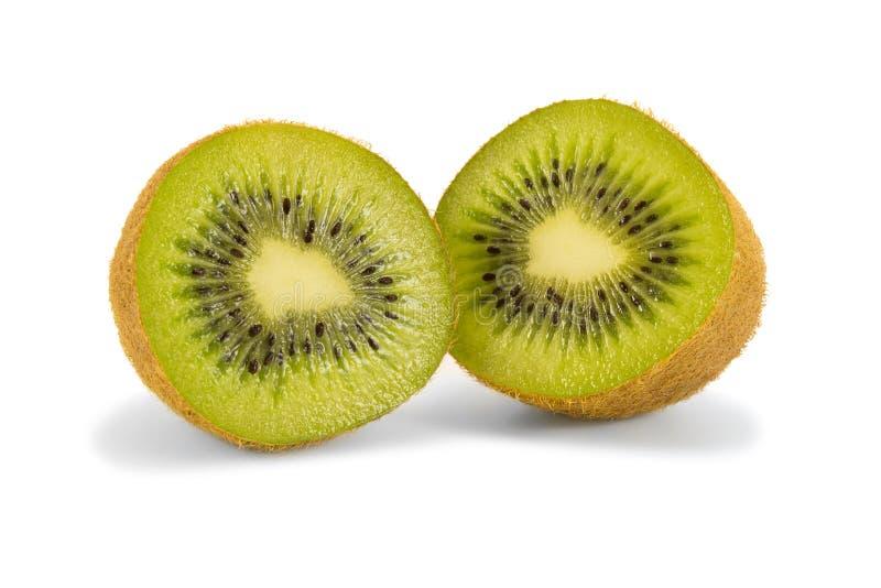De twee helften van kiwifruit stock afbeeldingen