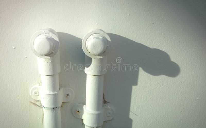 De twee pvc-pijp met licht en schaduw stock foto's