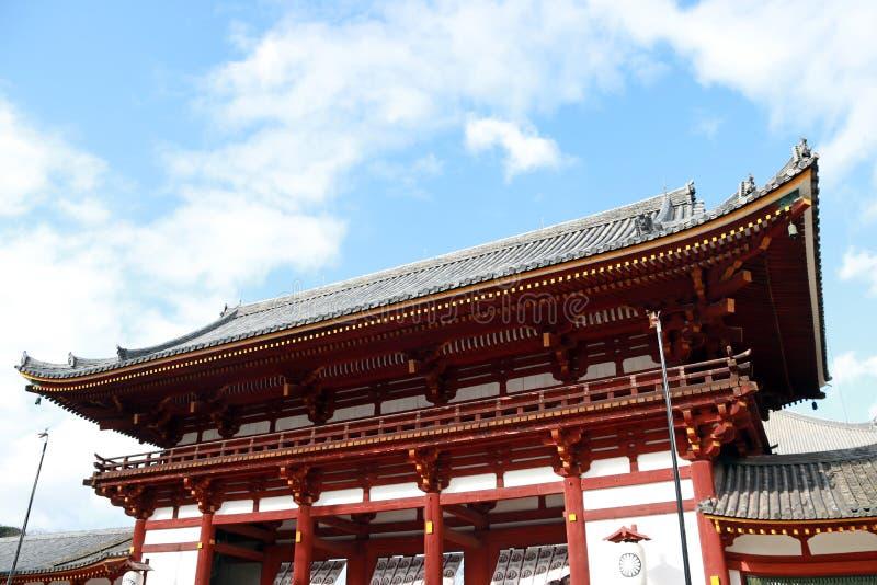 De tweede antieke houten overwelfde galerijingang van Todaiji-tempel royalty-vrije stock afbeeldingen