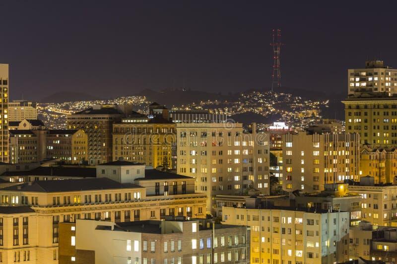 San Francisco Nob Hill en TweelingPieken bij Nacht royalty-vrije stock foto's