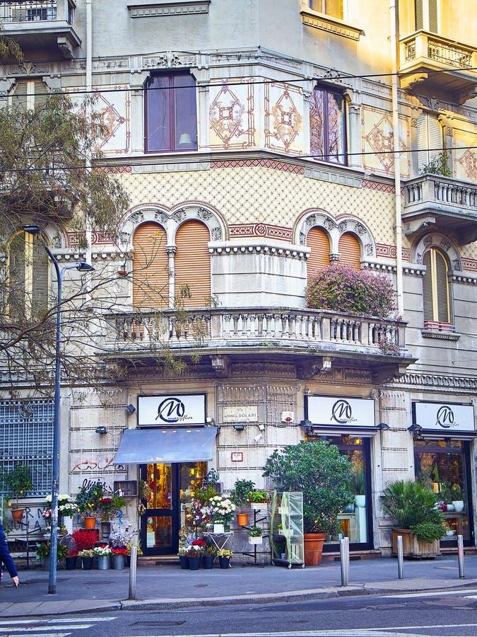 De typische bouw van Milaan, Italië royalty-vrije stock afbeeldingen