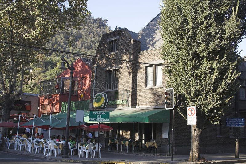 De typische Buurt Santiago doet Chili stock afbeeldingen
