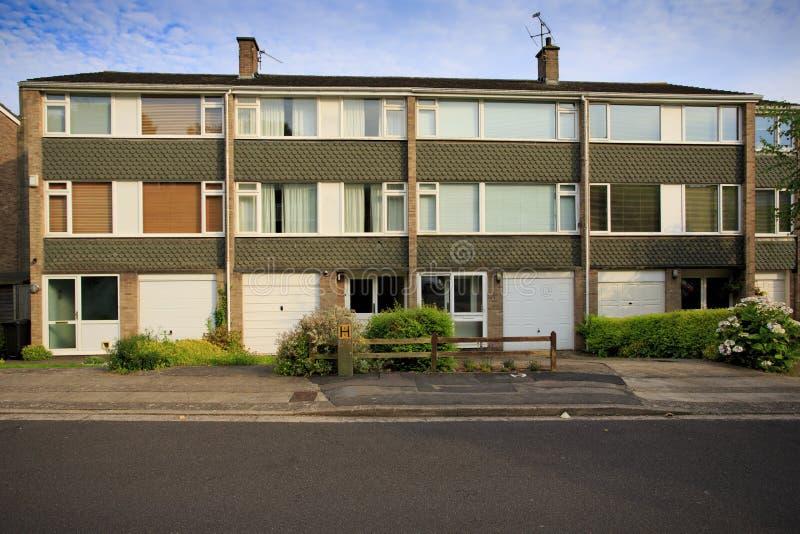 De typische huizen van het jaren '70terras stock afbeeldingen