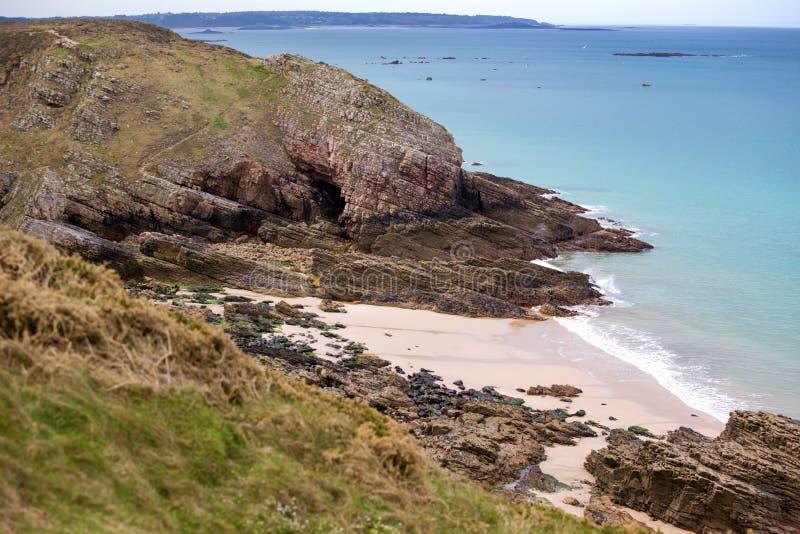 De typische kust van Bretagne in het noorden van Frankrijk stock afbeelding