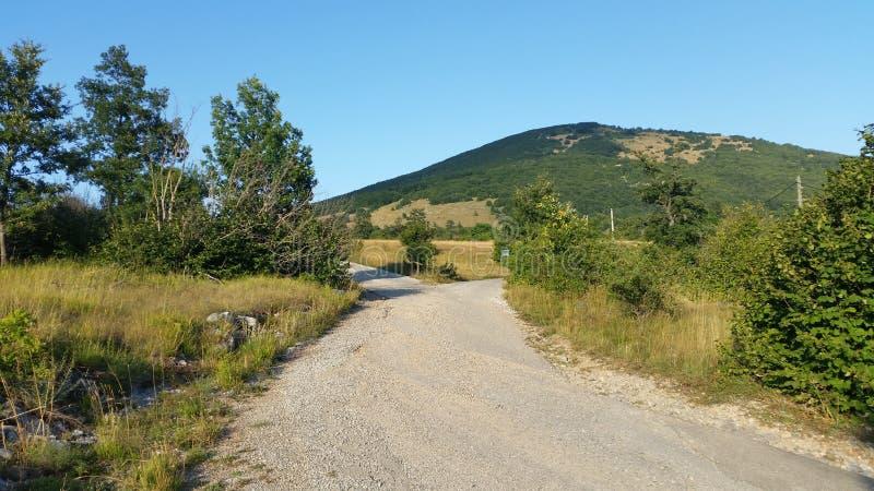De udbina-Oude weg van Kroatië stock foto's