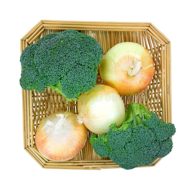 De Uien van broccolibloemen in Mandbovenkant royalty-vrije stock afbeeldingen