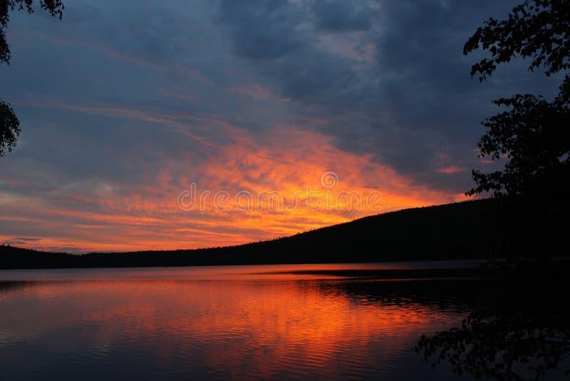 Download De uitbarsting van de zon stock afbeelding. Afbeelding bestaande uit zonsopgang - 18219395
