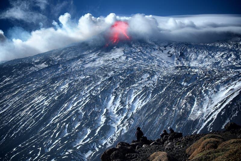 De uitbarstingswinter Etna Volcano stock foto's