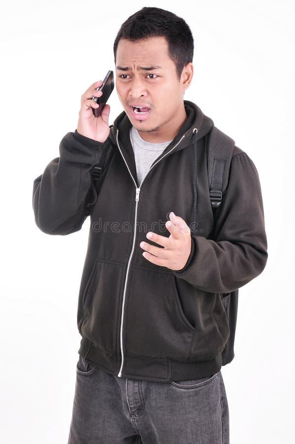 De uitdrukking van een mens die niet van de telefoon houdt stock foto