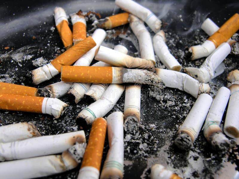 De uiteinden van de sigaret stock foto's