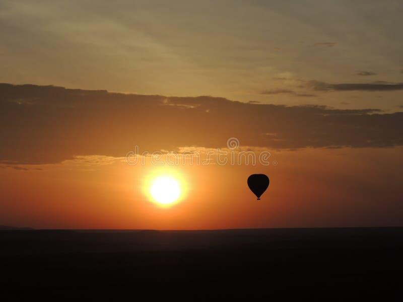 De uitgaande stijging van de brandballon stock foto's