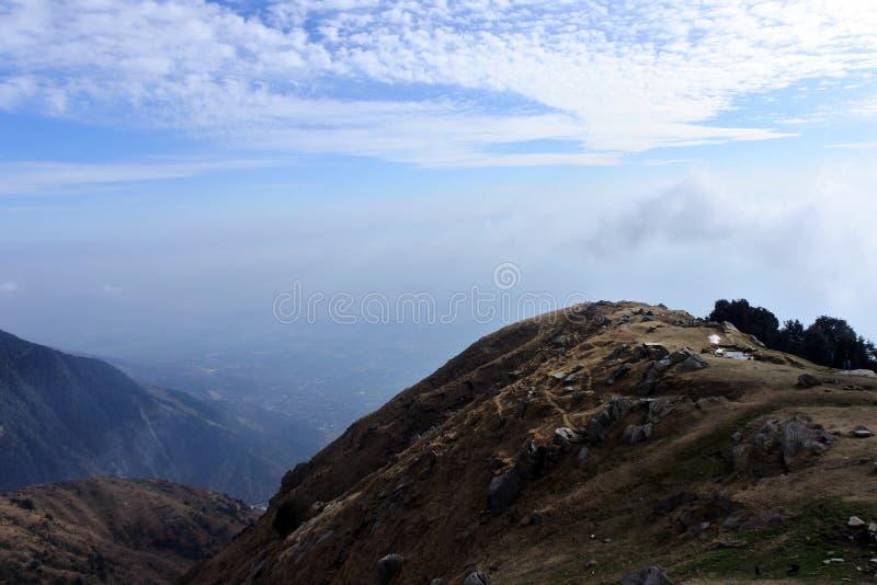 De uitlopers van het Himalayagebergte in de ochtend Triundheuvel royalty-vrije stock afbeelding