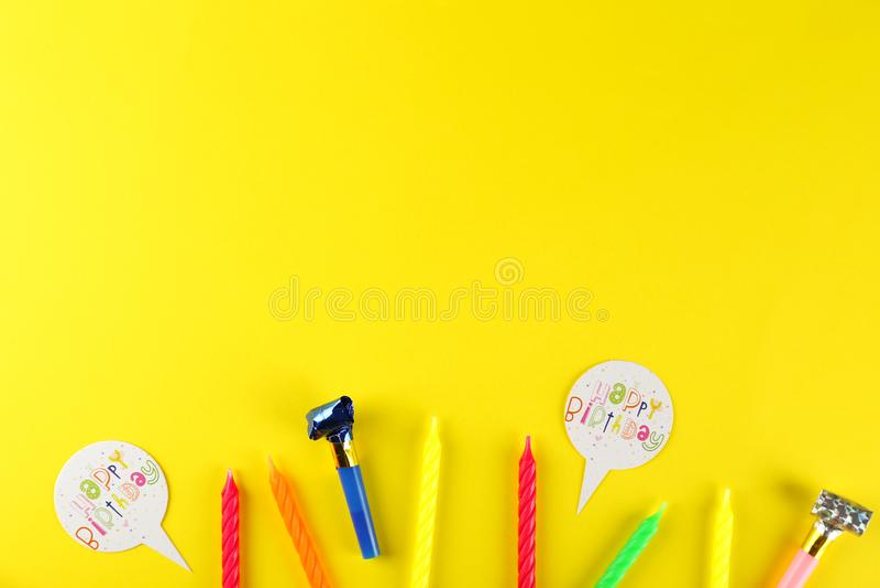 De uitrusting van de verjaardagspartij met exemplaarruimte stock fotografie