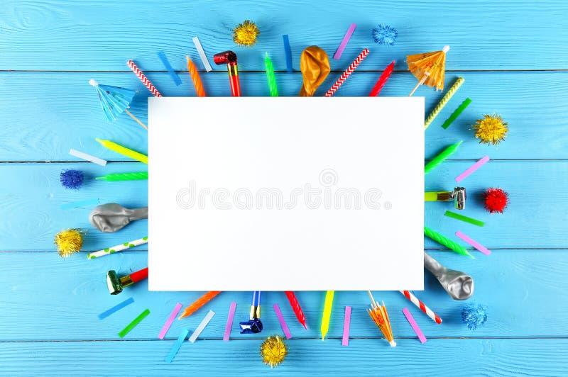 De uitrusting van de verjaardagspartij met exemplaarruimte stock foto's