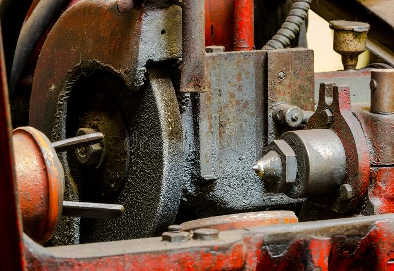 De uitstekende antieke automobielmalende machine van de machinewerkplaats vuile zuiger stock afbeeldingen