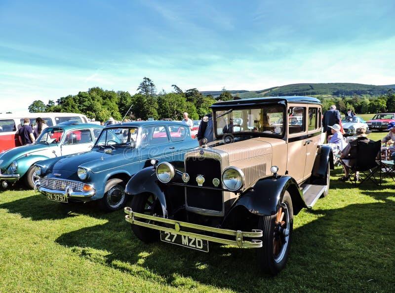 De uitstekende auto's bij de lokale motorclub tonen royalty-vrije stock afbeeldingen