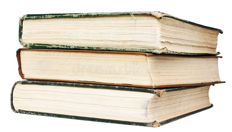 De uitstekende boeken zijn op witte achtergrond stock fotografie